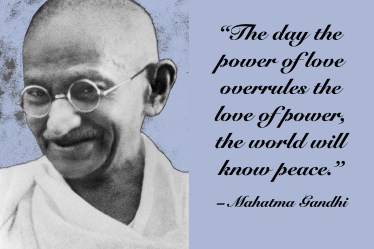 "Citat af Mahatma Gandhi: ""The day the power of love overrules the love of power, the world will know peace"". Originalfoto: Ukendt. Fotoillustration: Maria Busch"