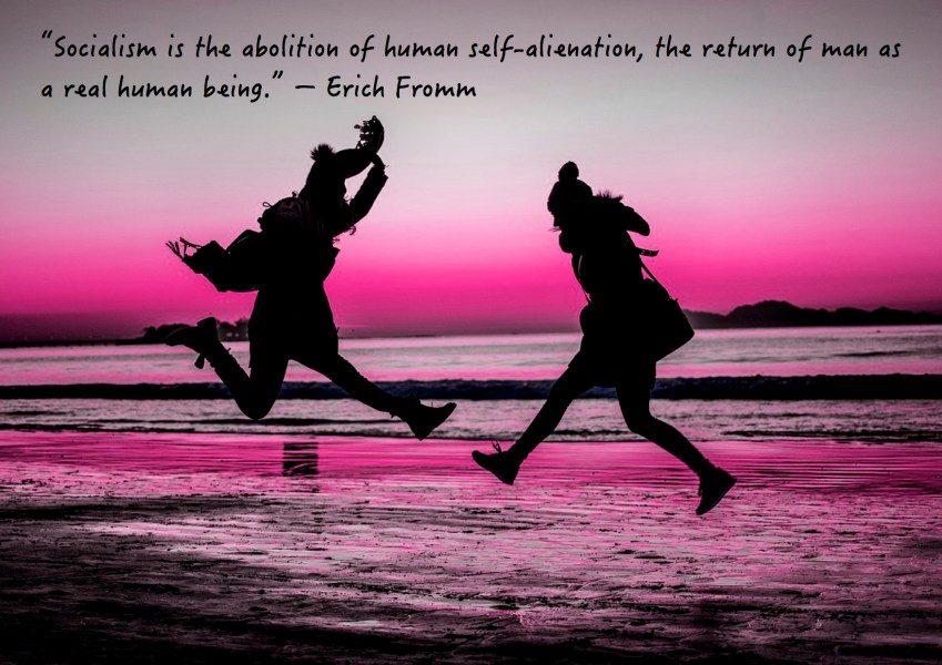 "Citat af Erich Fromm: ""Socialism is the abolition of human self-alienation, the return of man as a real human being."" Originalfoto: pixabay.com. Citatillustration: Maria Busch"