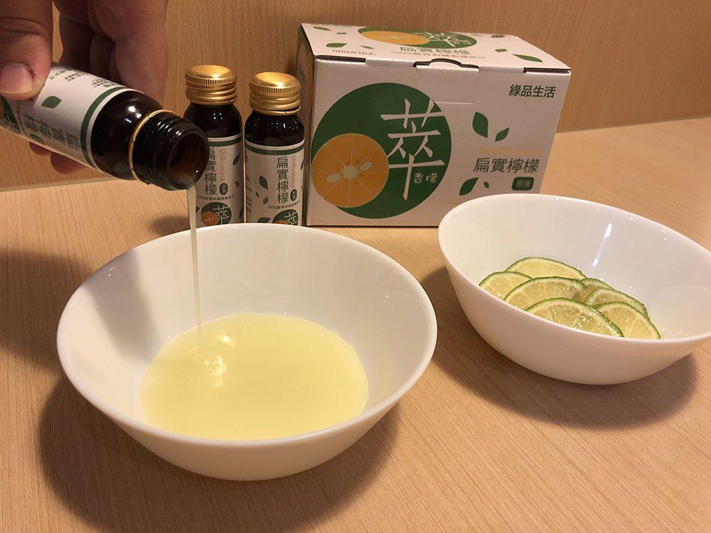 將12ml的扁實檸檬原液和糖粉一起均勻攪拌