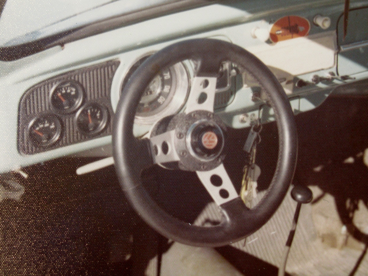 The dashboard with the additonal VDO instruments and spots leather steering