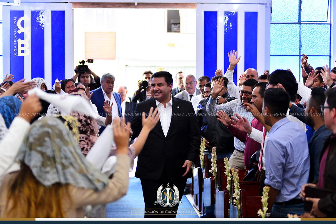 Apóstol Naasón Joaquín visita colonia Lomas de Guayangareo Michoacan Mexico 0