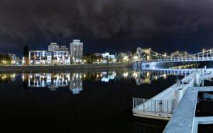 Wrocław w nocy, widok znad Odry