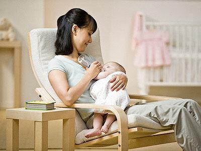 Как правильно кормить новорожденного из бутылочки советы и рекомендации