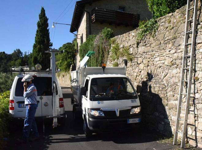 Giardiniere tocca un palo della luce Muore folgorato a 28 anni  Corriereit