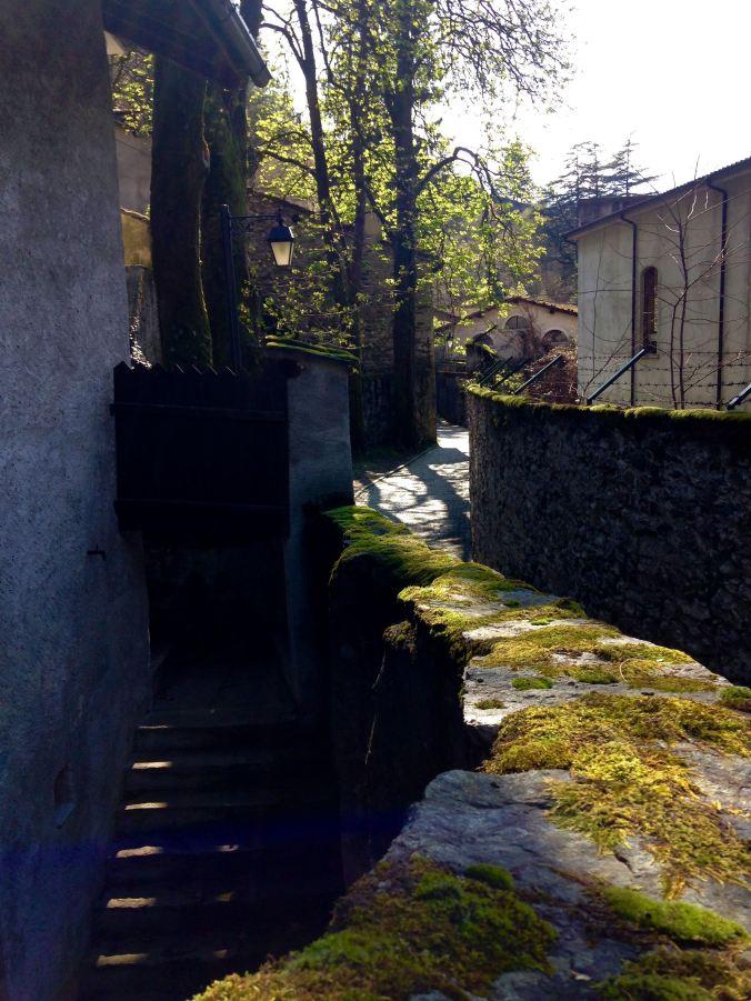 Alte Crotti und Fabrikanlagen kurz vor Chiavenna