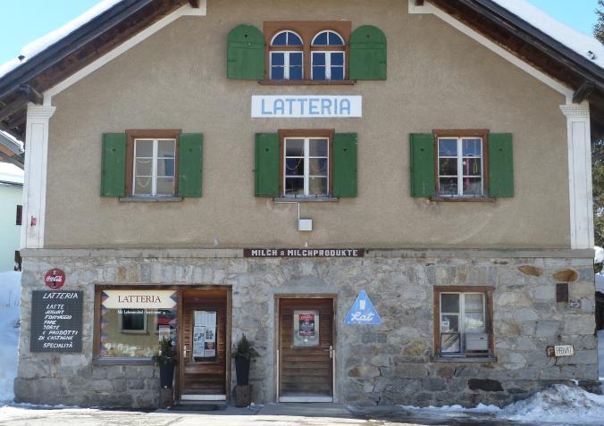 Die Latteria in Maloja: eine grosse Auswahl an heimischen Lebensmitteln
