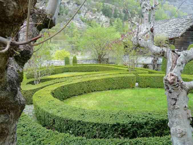 Barocker Garten in Borgonovo mit Buchsbaumhecken