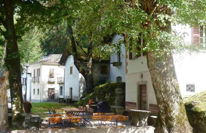 Bondo im Bergell: Grotti Richtung Promontogno <3