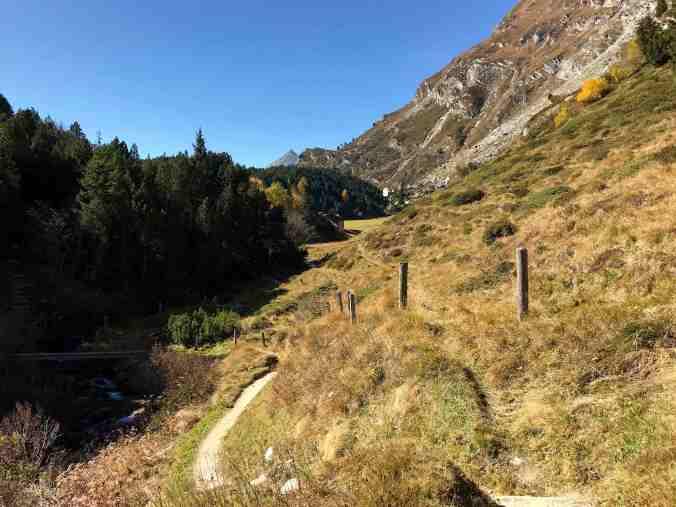 Blick auf Pila: Hier wird es auf dem Engadiner Höhenweg idyllisch