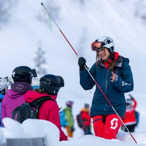 Skifahren und Inputs von den Expertinnen.