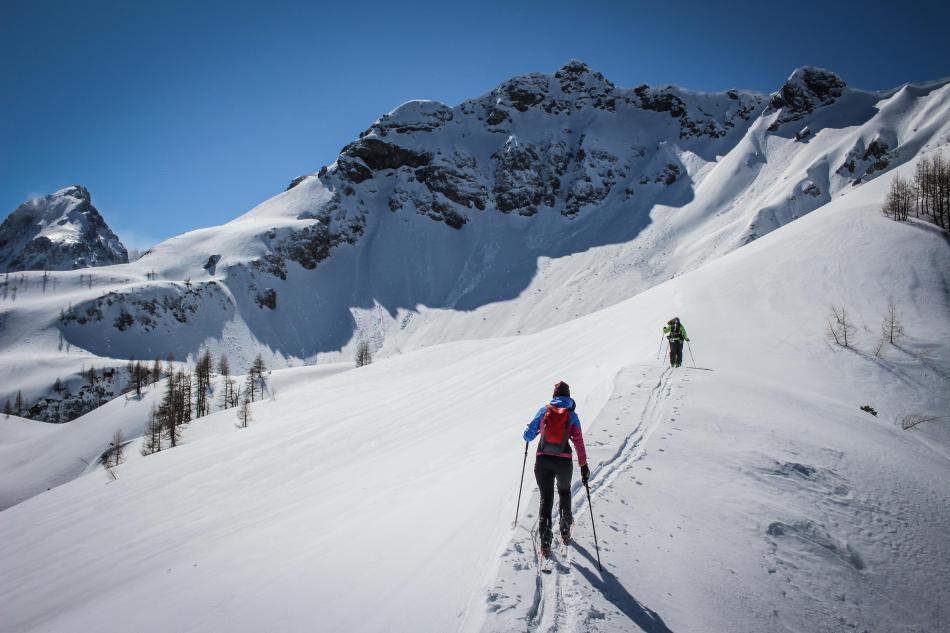Das Liebeseck (in der Mitte) vom Schilchegg aus gesehen. Unsere Skitour führt über den Rücken und dann links durch das Kar.