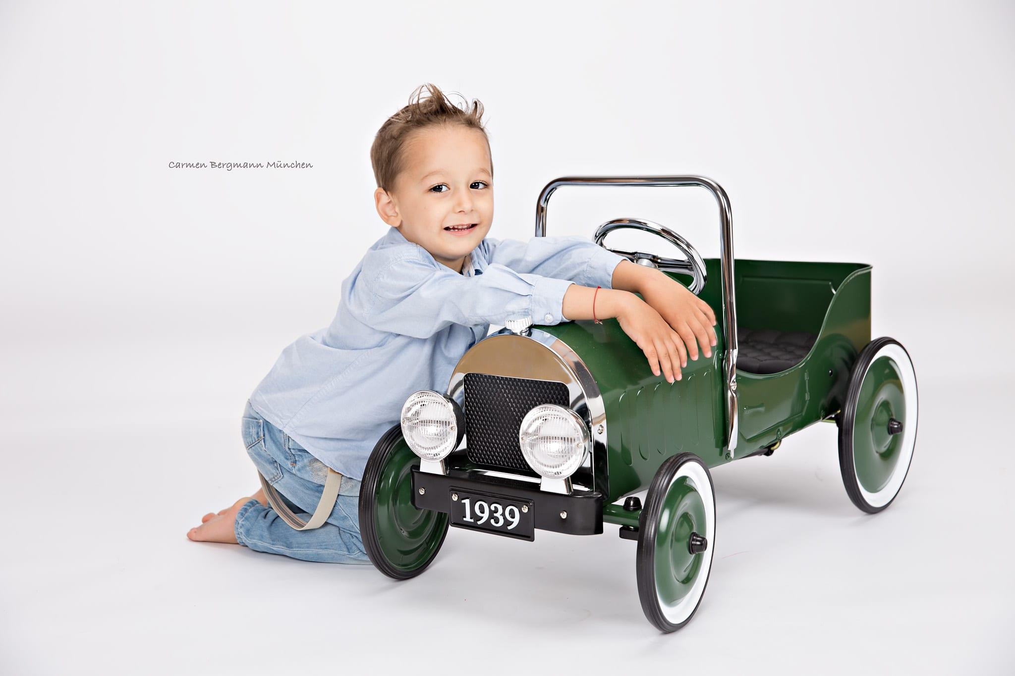 Kinder Fotografin Muenchen Carmen Bergmann Herzogstr.56 80803 Muenchen 089 / 21 54 35 94