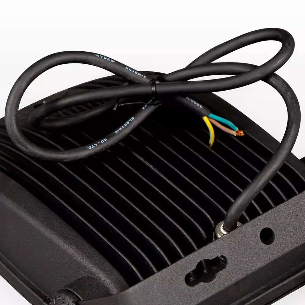 oswietlacz-svart-kabel