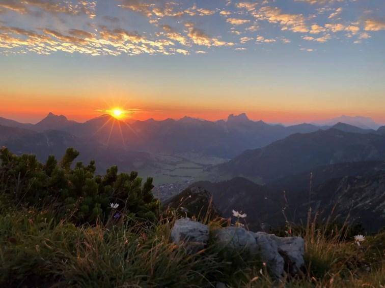 Sonnenaufgang von der Rohnenspitze mit Gimpel und Rot Flüh