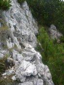 spärliche Steinmännchen zeigen den Weg