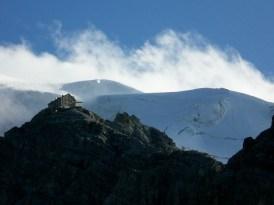 Payerhütte mit dem Ortler im Hintergrund