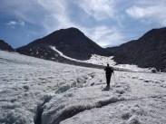 Joe beim Abstieg über dem Gletscher
