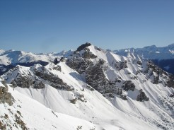 Gegenüber meine gestrige Skitour, die Peilspitze 2393m