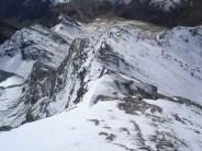 Netter schneebedeckter Grat