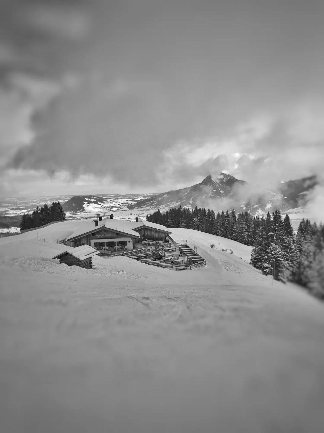 Weltcuphütte im Skigebiet Gunzesried-Ofterschwang