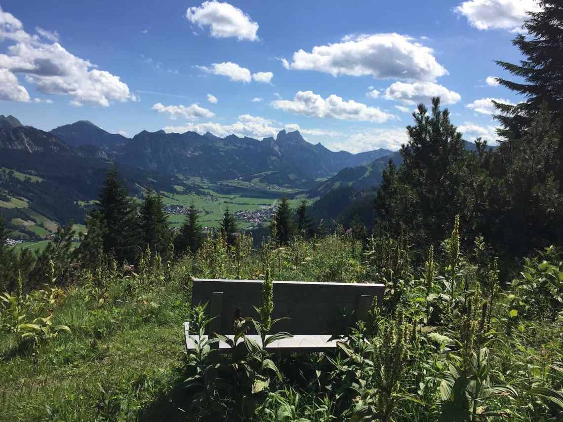 Rohnenspitze Abstieg mit Blick nach Tannheim