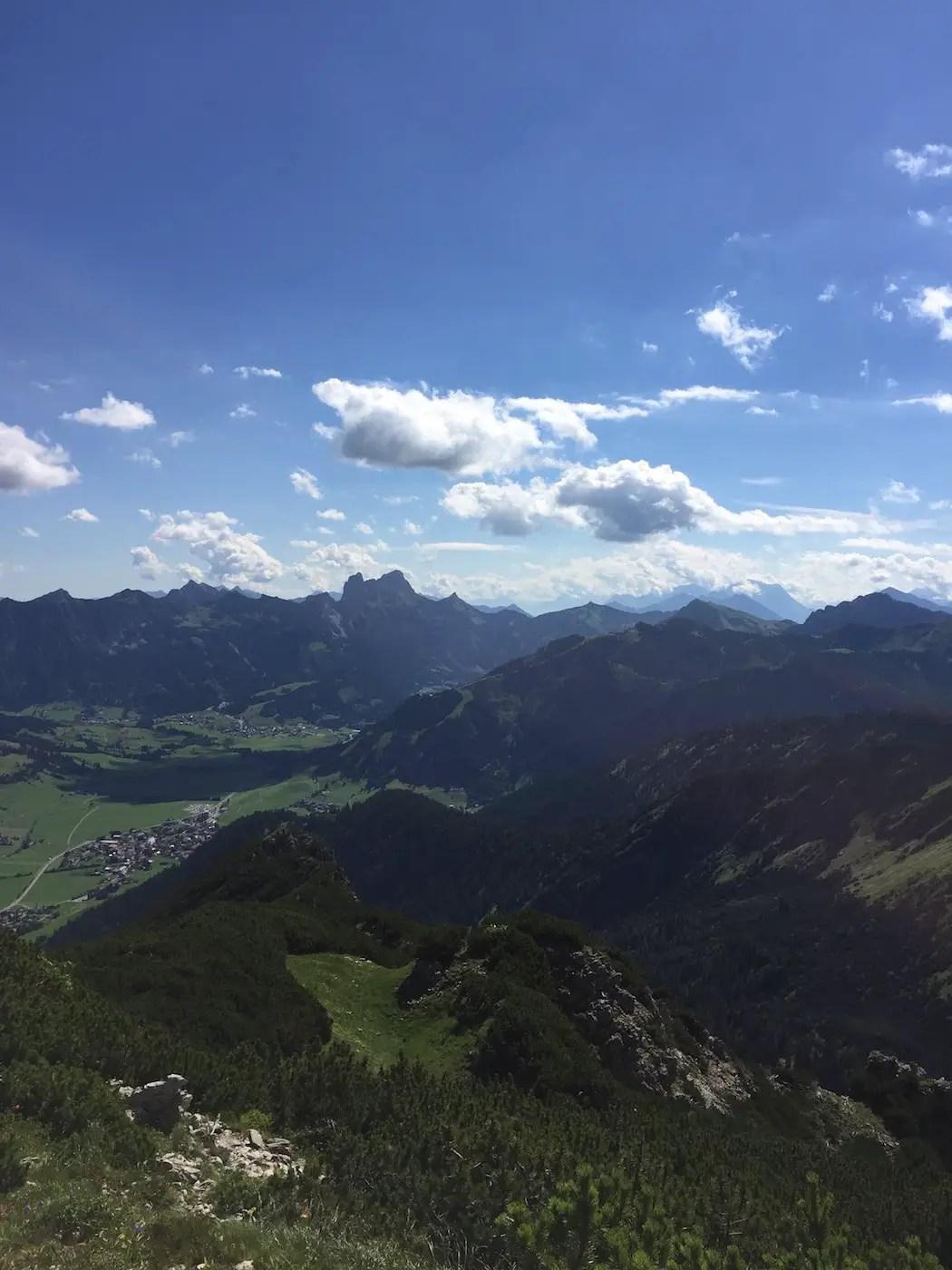 Tannheim mit Gimpel und Rot Flüh von der Rohenspitze aus gesehen