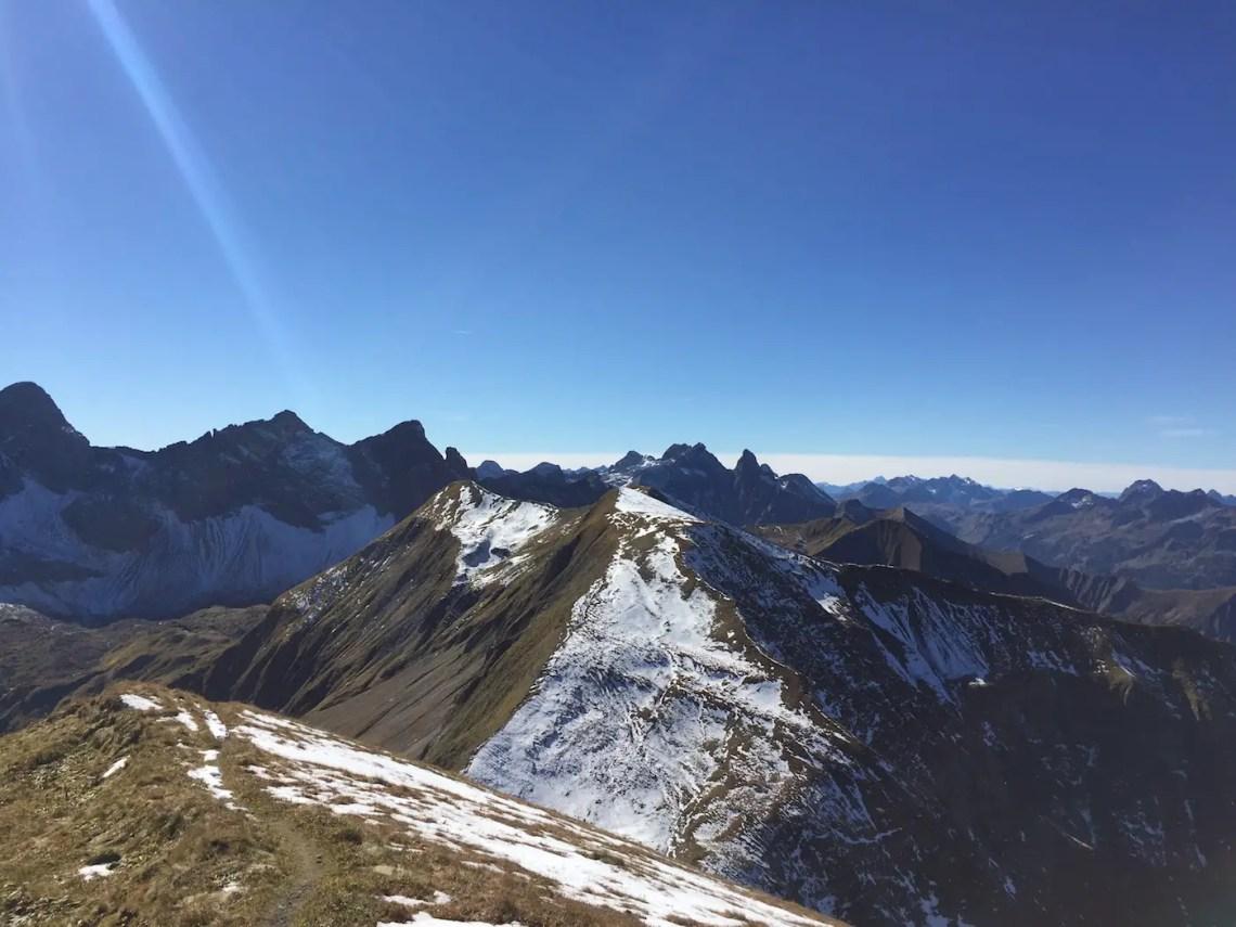 Blick über das Kreuzeck zum Großen Krottenkopf, Mädelegabel und Trettach