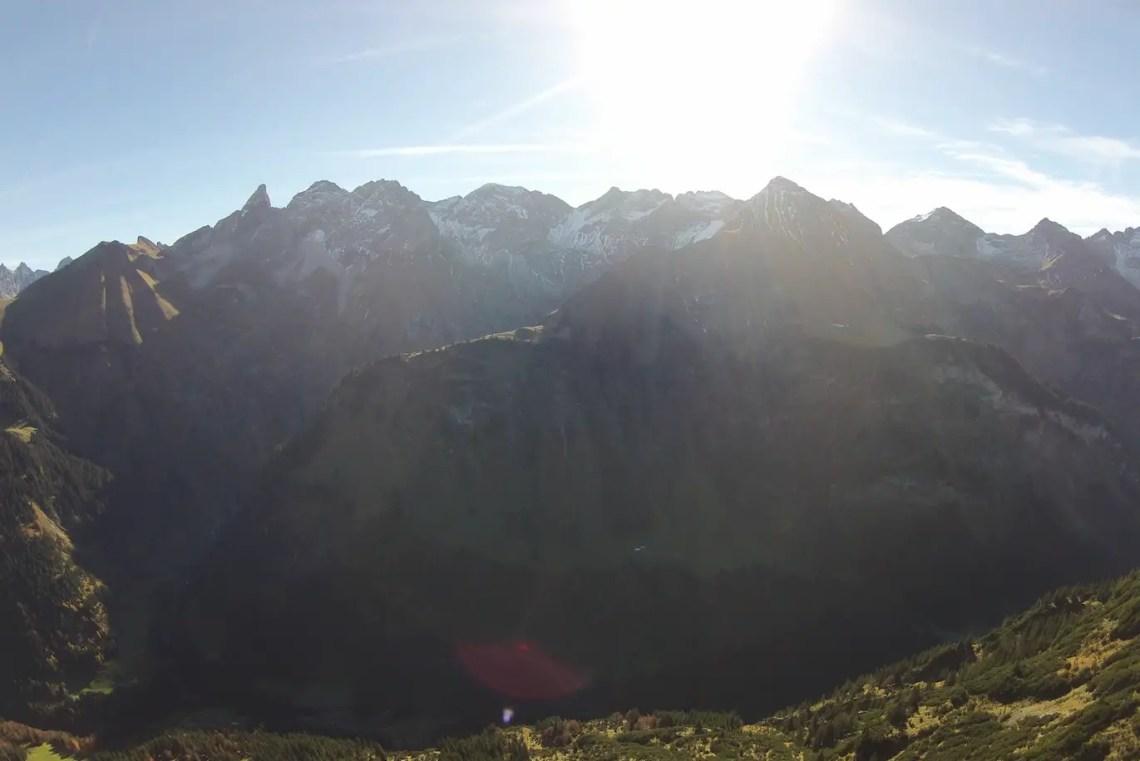 Trettach, Hochfrottspitze und Mädelegabel vom Guggersee aus