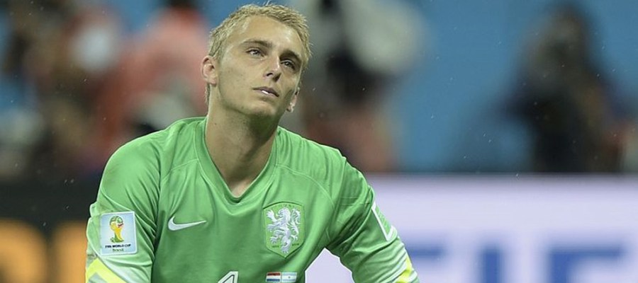 Netherlands' goalkeeper Jasper Cillessen reacts after losing their FIFA World Cup semi-final match against Argentina in a penalty shoot-out following extra time at The Corinthians Arena in Sao Paulo on July 9, 2014. AFP PHOTO / JUAN MABROMATA