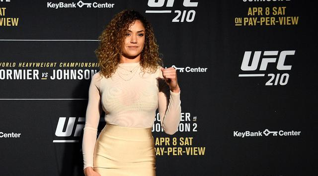 009282500_1492058730-daniel-cormier-gets-away-with-leaning-on-a-towel-while-pearl-gonzalez-gets-busted-for-having-breast-implants