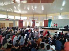 Dua pasang calon Ketua dan Wakil Ketua OSIS dan ratusan siswa SMA Islam Athirah Bukit Baruga Makassar mengikuti debat calon Ketua dan Wakil Ketua OSIS di Gymnasium Sekolah, Makassar, Rabu (4/9/2019).