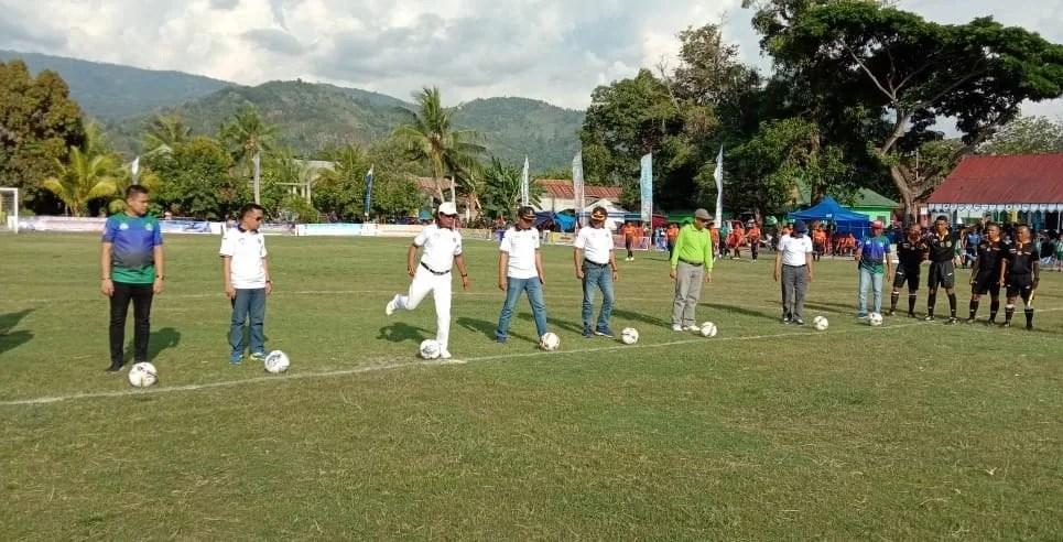 Bupati Nur Rahman Umar Membuka Turnamen Sepak Bola Bupati Cup 1 2019 Kolaka Utara