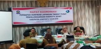 Rakor di ruang Tamarunang Bapemda Jeneponto, Hamsiah Iksan didampingi koordinator Provinsi, Muslim, Bappeda Provinsi sulawesi selatan, dan Bappeda Jeneponto. (BERITA.NEWS/Muhammad Ilham).