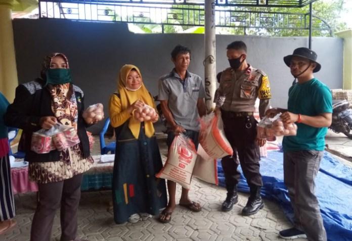 Penyaluran BSP Sembako program BPNT di kawal personel Polres Jeneponto. (ist).