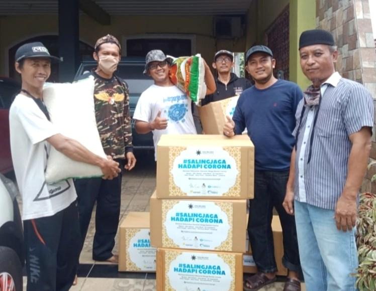 Aktivis Gusdurian Peduli dan Gerakan Saling Jaga akan membagikan paket sembako kepada warga. (Foto: Istimwa)