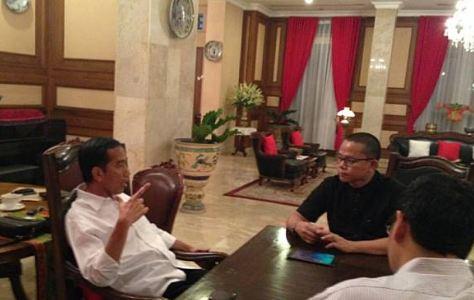Presiden Jokowi saat berbinang dengan Kiki Taher.