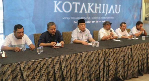 Relawan Kotak Hijau saat konferensi pers.
