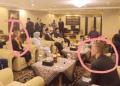 Foto dua orang asing bersama Prabowo-Sandiaga. (Dok Istimewa).