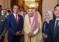 Presiden Jokowi dan keluarga dengan Raja Salman. (Twitter)