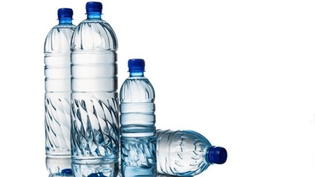 Ilustrasi air mineral kemasan atau air minum kemasan. (Shutterstock)