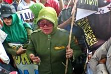 20130429 AljonAliSagara_Demo PNS Honorer Indonesia 07