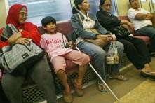 Kenyamanan penumpang kereta Jabodetabek dari mitra netra, anak usia sekolah. ( Tajuk.co / Aljon Ali Sagara )