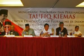 Pembicara Diskusi Memperingati 40 hari Taufiq Kiemas (Berita Foto Jakarta | Aljon Ali Sagara)