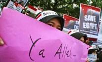 "Banner tulisan tangan bertuliskan ""Ya Allah…"" do'a keselamatan di Mesir. (Aljon Ali Sagara / BeritaKedaulatan.com)"