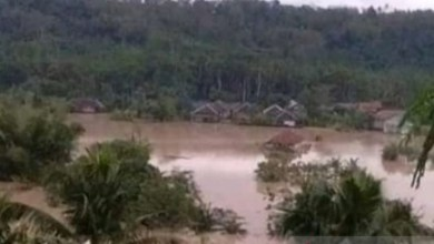 Photo of Fenomena La Nina Mulai Terasa, Warga Bantaran Sungai Siap-siap
