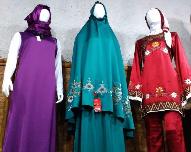 Koleksi-koleksi busana muslimah
