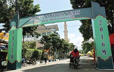 AGA TRADISI: Kampung Ramadan di Masjid Agung Banjarnegara selalu semarak. Acara ini rutin diadakan setiap tahun.