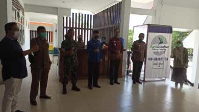 Photo of Tangkal Corona di Wajo, Bank Sulselbar Beri Bantuan Bio Security Box