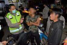 Photo of Patroli Gabungan TNI Polri Amankan Dua Pemuda Membawa Sajam dan Pil Trex