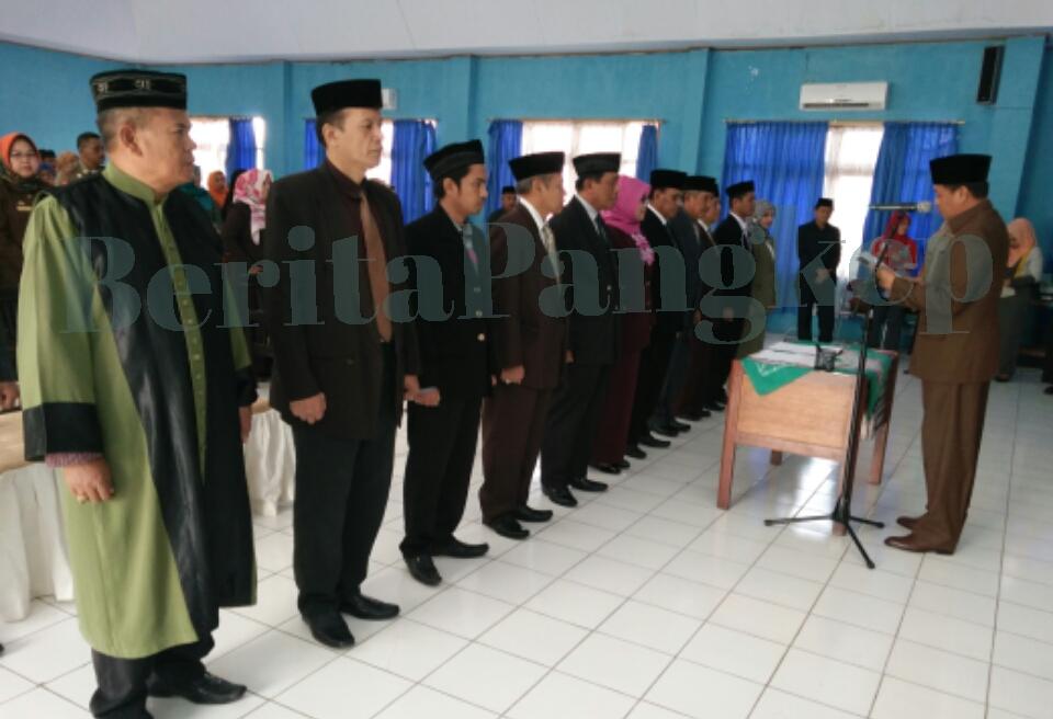 Bupati Pangkep, Syamsuddin A Hamid melantik Dewan Penasehat Pemerintah dan Pengawas Layanan Kesehatan di RSUD Pangkep, Jumat, 3 Februari 2017.